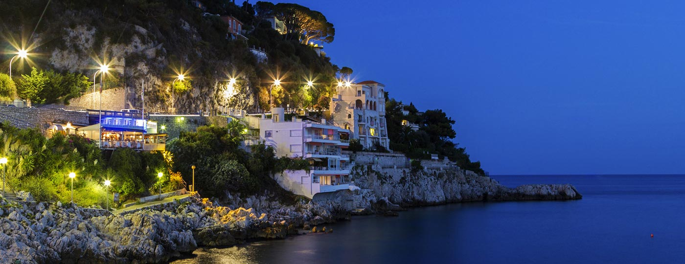 Low cost holidays in Nice: a bay on the Mediterranean