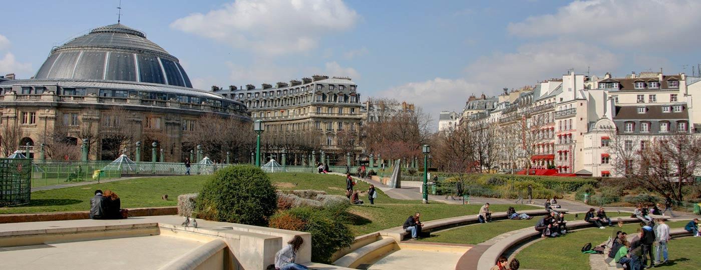 A cheap hotel near Les Halles: a shopping district
