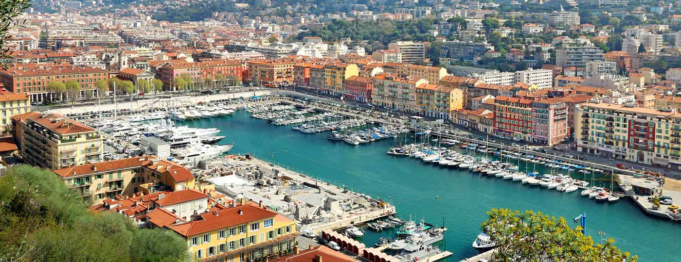Low cost hotel on the Promenade des Anglais: make the most of a seaside holiday in Nice