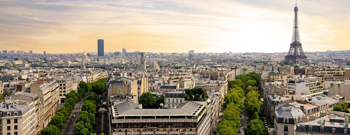 Preisgünstiges Hotel in der Nähe der Champs-Elysées: Paris bei Tag und bei Nacht