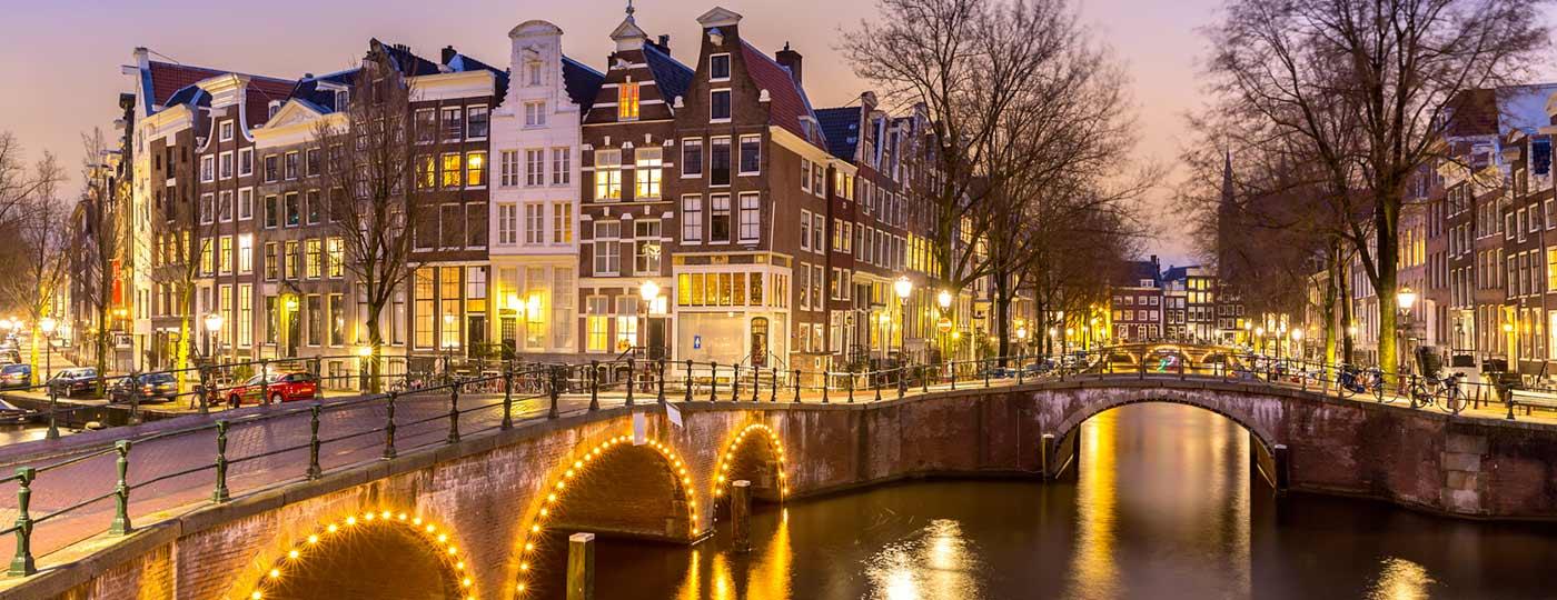 Low-Budget shoppen auf dem Markt in Amsterdam