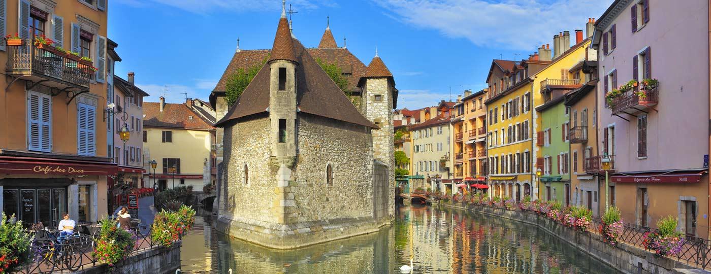Il tuo hotel a basso prezzo di Annecy ti aspetta ai piedi delle Alpi