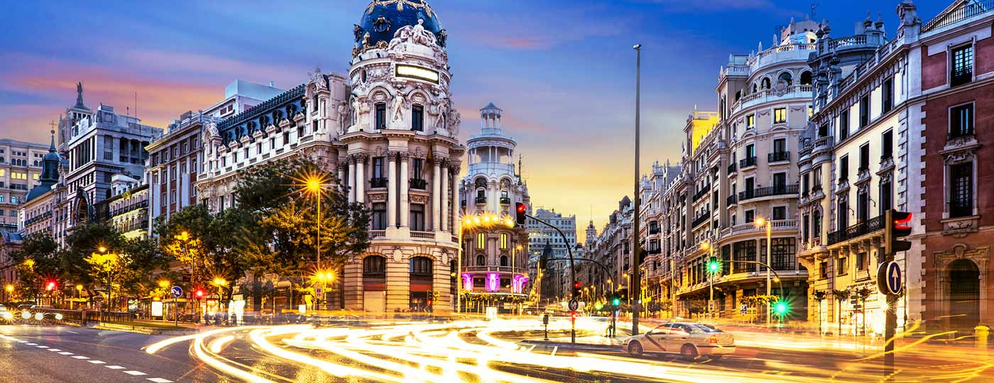 Vistas a la calle Gran Vía de Madrid, una de las más cocurridas de la ciudad