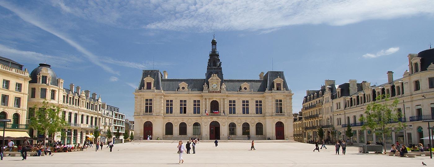 Vacaciones baratas en Poitiers: tras la huella de 2000 años de historia