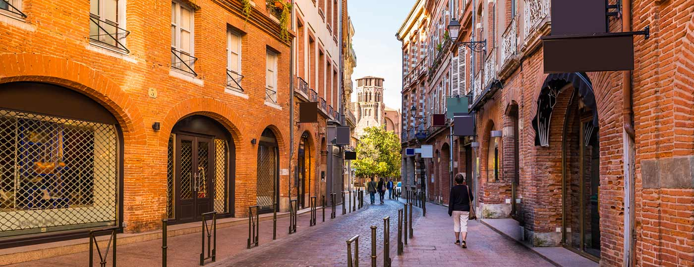 The siren call of the South is beckoning you to a cheap hotel in Toulouse!