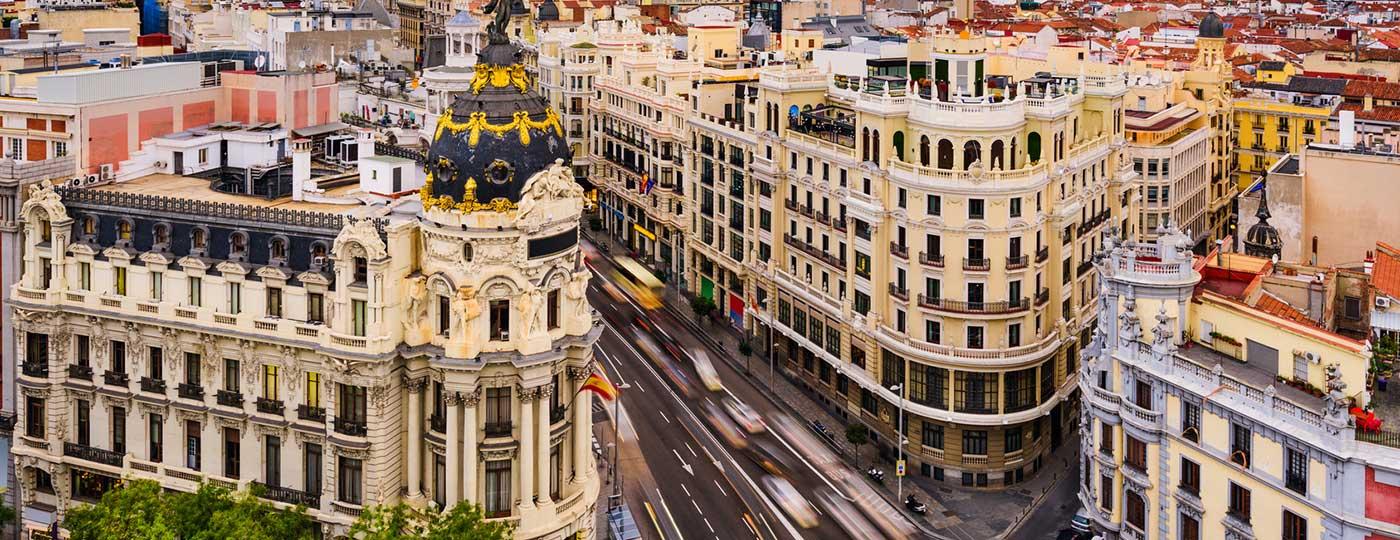La Gran Vía es una de las zonas para ir de compras por Madrid.