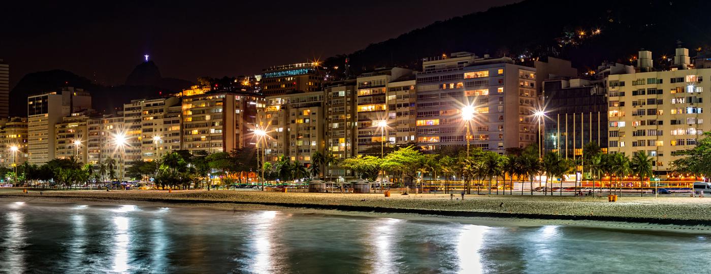 Praia de Copacabana à noite