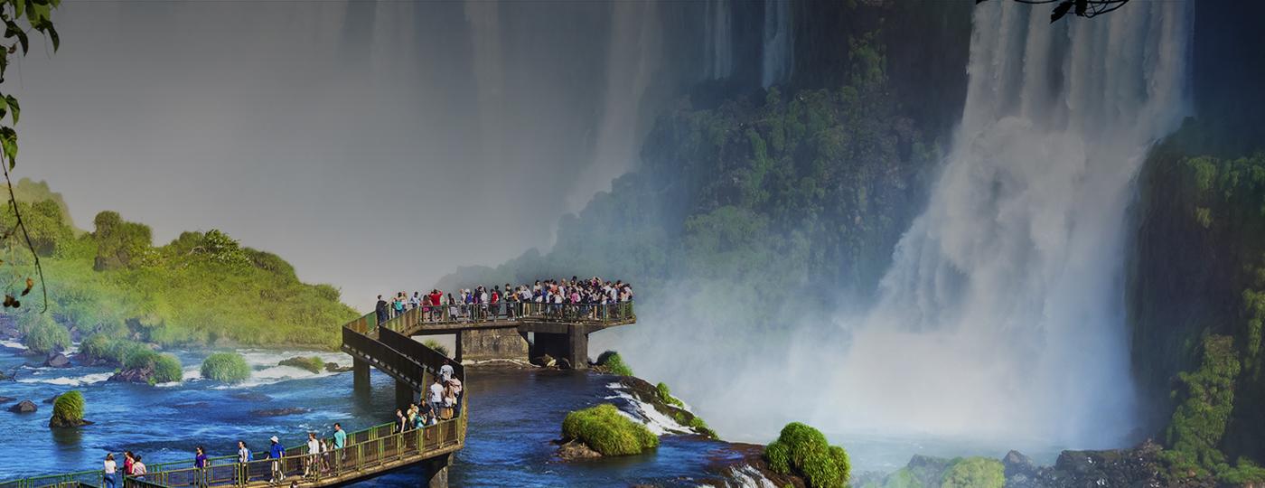 Passarela das Cataratas do Iguaçu, no Paraná