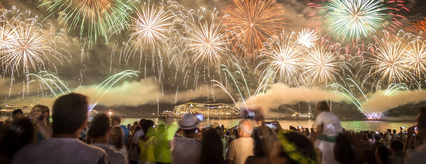 Réveillon em Copacabana: fogos de artifício na praia de Copacabana, no Rio de Janeiro!
