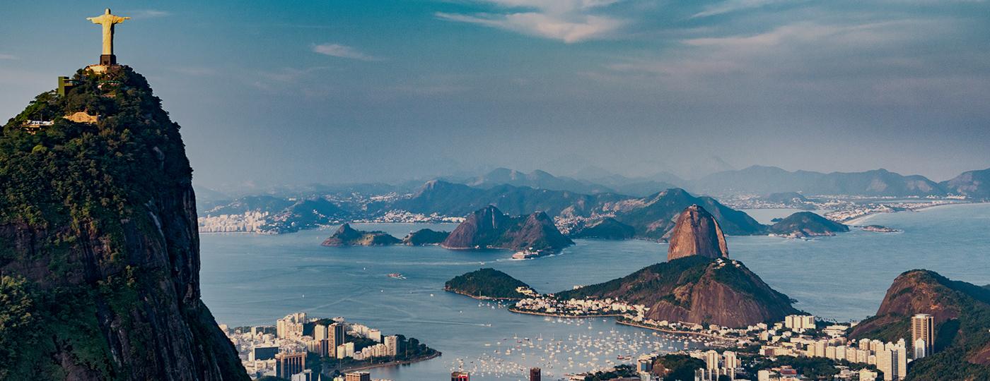 Imagem area do Rio de Janeiro com Corcovado e Pao de Acucar