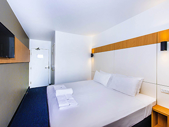 Jolene night vacation package airfarehotel accommodation for Booking formule 1 hotel